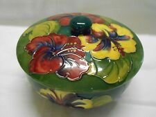 WALTER MOORCROFT HIBISCUS PATTERN LIDDED BOWL BRITISH ART POTTERY 15.5cm wide