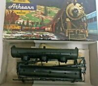 HO scale Athearn Undecorated 3 dome tank Car