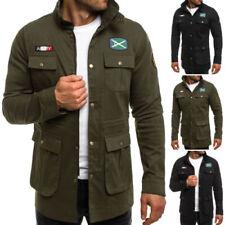 Lange Jacken im Militärstil