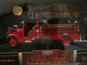Yatming Road Signature Series 1938 FORD FIRE TRUCK ~ 1:24 Scale ~ NIP
