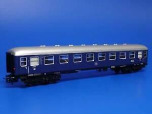 MARKLIN H0 - 4032 - FAST TRAIN COACH  + TAIL LIGHT / Version 1 - 1960 /(95)