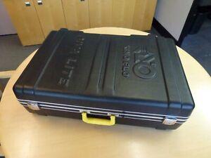NEW Kino Flo Diva-Lite 401 Kit w/Flight case 4 KF55 bulbs Flozier & Offset Yoke