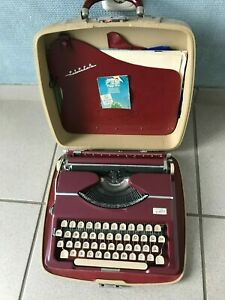 Reiseschreibmaschine Adler Tippa rot mit Koffer, gut erhalten