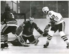 KEITH MAGNUSON BOB VOLPE J P BORDELEAU CHICAGO BLACKHAWKS 1976 8 X10 PHOTO