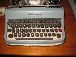 VINTAGE Olivetti Lettera 32 Typewriter + Case ITALY - Very Good Condition