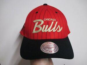 "CHICAGO BULLS ""MITCHELL & NESS"" SNAPBACK HAT NWT $32 RED & BLACK CLASSIC LOGO"