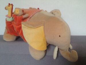 Éléphant géant (50 cm) et ses 4 doudous MOULIN ROTY