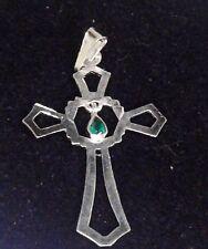 Cruz de plata de ley con esmeralda colgante (móvil)