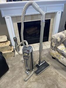Read! See Pics ELECTROLUX CANNISTER VACUUM CLEAMER SILVERADO DELUXE + Attachment