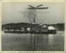 1938 Press Photo Tennessee Valley Authority-Tugboat towing workers houses.