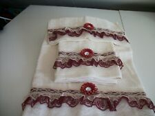 3PC IVORY AND BURGUNDY  BATH TOWEL SETS