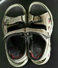 Mens HI _TEC walking sandals size 6