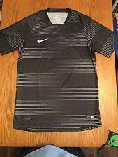 Nike Dry Fit Authentic Soccer Men Size Medium Shirt