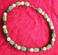 Jade-Collier mit Heller- und Dunkelgrüner Jade und Edelstahl-Magnetschloss