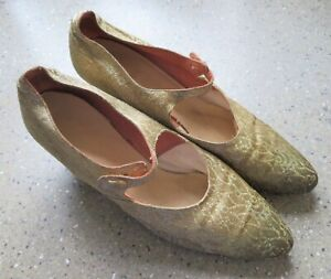 """Vintage 1930s Pair of Gold Brocade Clarks """"Wessex"""" Women's Shoes Size 5"""