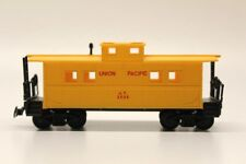 Union Pacific Yellow Caboose No. 3906 Rolling Stock HO Gauge Model Railway V15