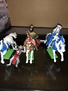vintage Britains 1971 Knights mounted on horses Read Details