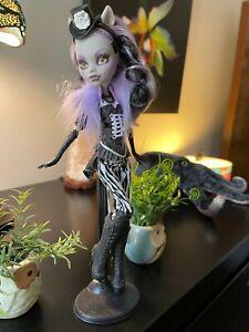 Monster High Doll Clawdeen Wolf Freak du Chic Collection