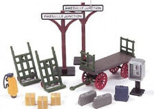 Life-Like O Scale Train Station Accessories, 13 pcs - Carts, Signs, Golf...