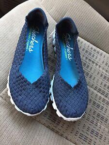 Skechers Womens Size 9.5 Lightweight Memory Foam Slip-ons
