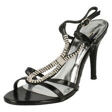 Sandali e scarpe stiletto nero di sera per il mare da donna
