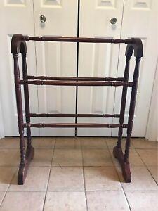 Antique Wooden Quilt Rack Standing Vintage Rod Bedspread Storage Display Towel