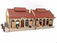 VOLLMER Güterschuppen Güterhalle mit Figuren NEU BELEUCHTET Spur N D0663