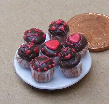1:12 scala 7 assortiti Cup Cakes su una piastra DOLLS HOUSE miniatura Accessorio CC4