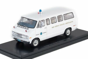 neo 1/43  Dodge Sportsman, San Diego Police Ambulance