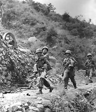 Wounded South Korean Soldier & US Army Troops Korean War Reprint Photo 6x5 Inch