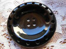 gros bouton ancien noir travaillé aéré diamètre: 4,4 cm