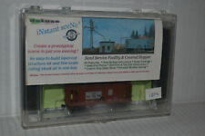 Deluxe Innovations 1074 Sand Service Facility & UP Covered Hopper N Scale Kit
