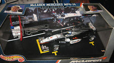 HOT WHEELS 1:24 F1 McLAREN MERCEDES MP4-14 DAVID COULTHARD #2 AWESOME DISPLAY