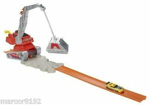 Hot Wheels City Crane Crasher Track Set Play set W/ 1 Vehicle Gravity Launcher