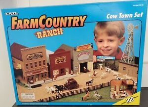 ERTL Farm Country Ranch 1/64 WESTERN COW TOWN Playset Set #4421 W/Box 1995