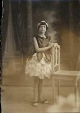 snapshot photo portrait jeune fille danseuse artiste Gilberte Vial mai 1930