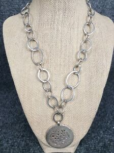 Lois Hill Bali Indonesia sterling Silver 925  Round Pendant Toggle necklace