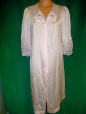 Lorraine beautiful Vintage lacy pink robe sz M embroidery detail /lace/Very Nice