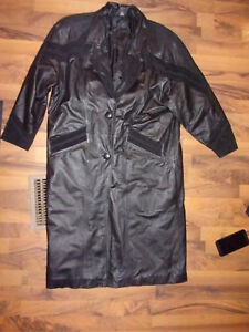VINTAGE WOMANS J.F. LONG BLACK LEATHER COAT PETITE LARGE