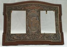 """Ancien porte photo, décor gravé bronze , signé  B.WICKER""""Le matin de la noce"""""""