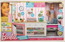 Mattel - Barbie Deluxe Küche - Spielset & Puppe - Backofen Puppenmöbel Köchin