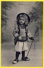 Belle CPA de la Collection VILLARD, QUIMPER Jeune BRETON en Costume Sabots Fouet