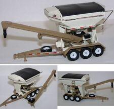 1/64 Unverferth 3750 Seed Runner Tender with Triple Axle