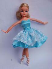 Sindy Doll. colore insolito BIONDA ALTA 2 Gen con centro di partizione. caviglie posa.