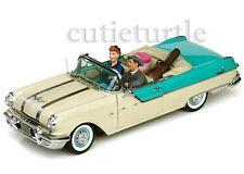Sun Star I Love Lucy 1955 Pontiac Star Chief  1:18 w 2 Figures Lucy & Desi 5057