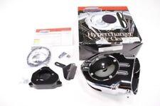 Productos Kuryakyn color principal cromo para la toma de aire y la distribución de combustilbe para motos