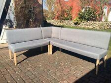 Graue Sitzbank im Landhaus-Stil