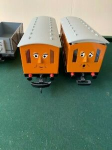LIONEL THOMAS THE TRAIN ANNIE AND CLARABELL PASSENGER CARS G SCALE  - USED EXC