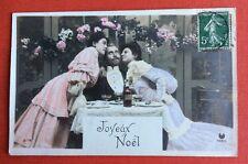 CPA. JOYEUX NOËL. Mère et Fille autour du Père. Table Champagne.