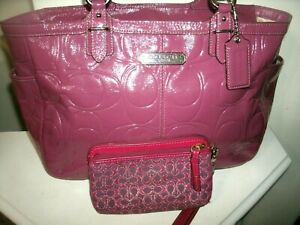 Coach Gallery No F19462 Pretty Large Magenta Pink Patent Leather Tote w/Wristlet